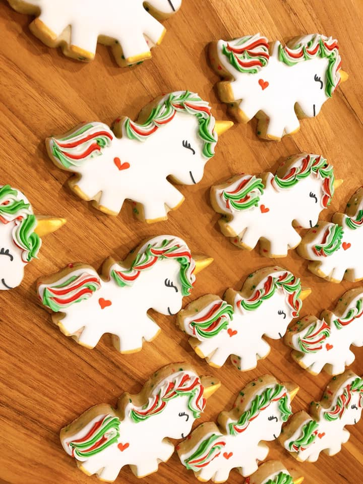 Katie the Cookie Bee is based in Kirkland, WA and offers custom cookies by the dozen, as well as cookie decorating kits